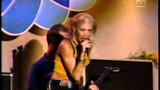 No Doubt - Just a Girl (live Video Music Awards 1996)