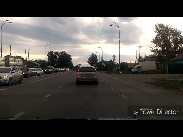 """""""مدرعة"""" تصدم سيارة في روسيا"""