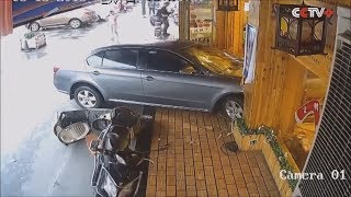 Женщины и педали авто несовместимы Women and pedal cars are incompatible