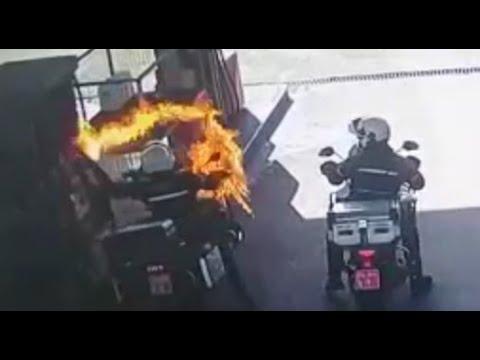 צפו: השוטר על אופנוע כמעט נשרף