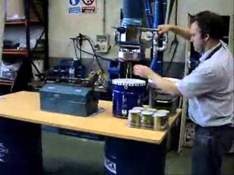 Manipulador de bidones y cubos