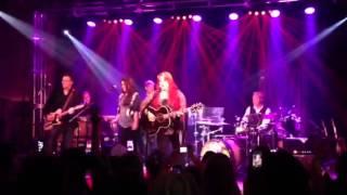 Wynonna and Kree Harrison- Love is Alive