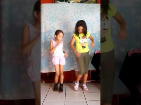 -->Las niñas bailando la cumbia