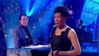 Bettye Lavette - Let Me Down Easy (Jools Annual Hootenanny 2013)
