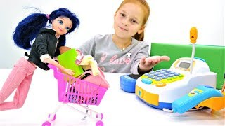 Мультики для детей. Маринетт и новая Барби в магазине