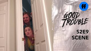 Good Trouble Holiday Special | Dennis and Davia Get Stuck (extrait)
