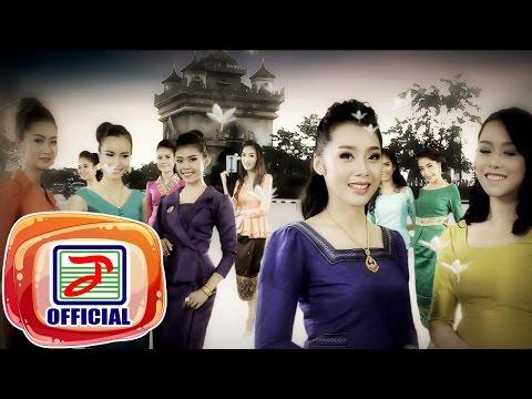 สาวเอเชียที่มีหน้าอกเล็ก