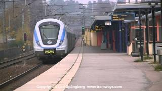 preview picture of video 'SL X60 6024 commuter train at Huddinge station, Stockholm'