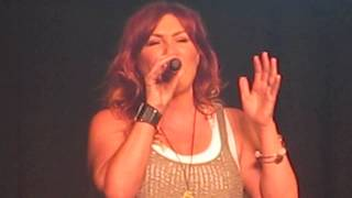 Jo Dee Messina~Breakin' It Down (CMA Close Up Stage)