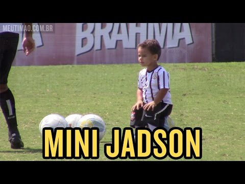 Filho de Jadson, Miguel de 2 anos marcou presença neste sábado, no CT do Timão