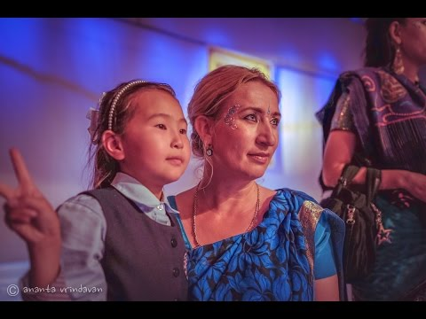 Video: Devotos Cantan con Huérfanos Mongoles
