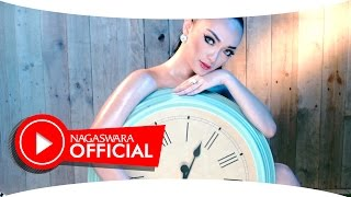 Zaskia Gotik -  Tarik Selimut - Official Music Video HD - NAGASWARA