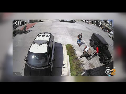 3 Guys Rush To Help A Sheriff After A Homeless Man Tried To Take His Weapon!