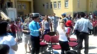 preview picture of video 'ÖĞRETMENLER SANDALYE KAPMA YARIŞMASI'