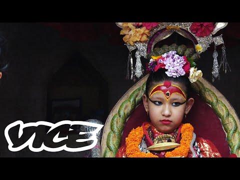 Život bohyně Kumari – Dívky, která se nedotkne země