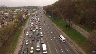 Як два водія заблокували широку трасу