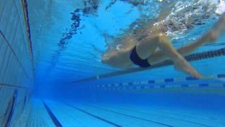 Плавание на спине: техника работы ногами