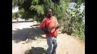 preview picture of video 'Tudo precisa dinheiro  Tete, Moçambique'