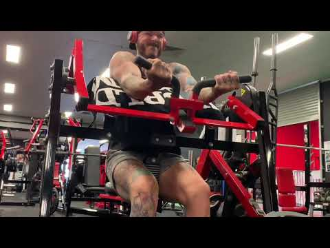 Plate Loaded Preacher Curls