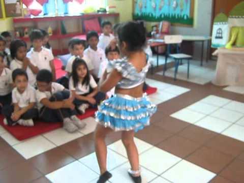 Mi sobrinita de 5 años bailando Festejo - Niños talento