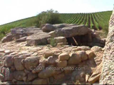 Tomba di giganti Coddu Vecchiu neroargento.com  neroargento.com