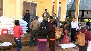 Khẩn trương cấp phát gạo cho người dân nghèo dịp Tết Nguyên đán 2017