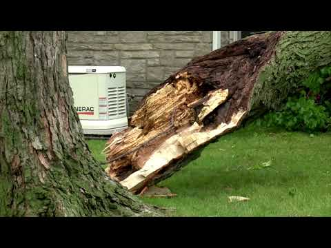 Derecho winds tear through U.S. Midwest