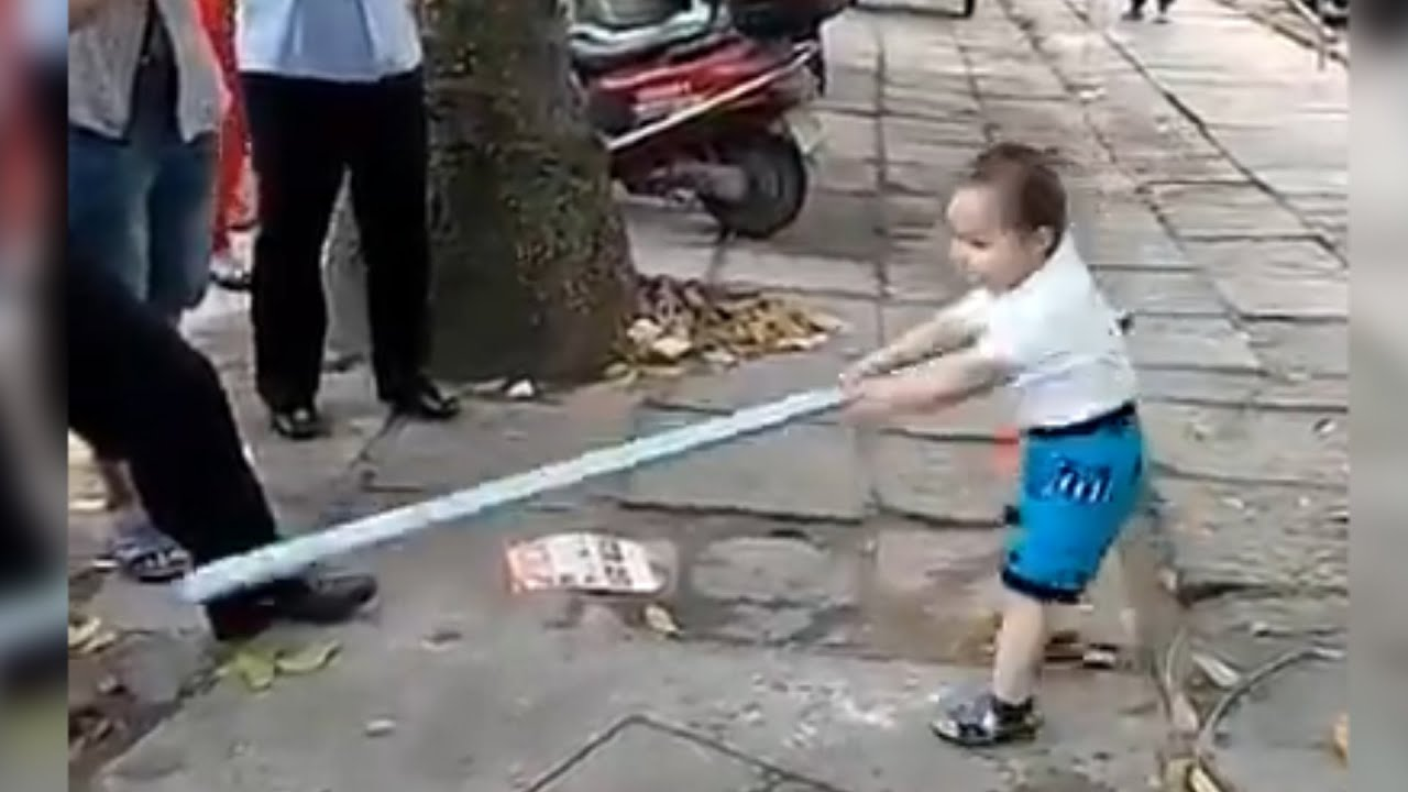 Battle! 3-Yr-Old Fights Off Corrupt Police with Steel Pipe | China Uncensored thumbnail