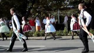 preview picture of video 'Hody 2009 Velké Pavlovice (neděle 16.8.) - ovce, ovečky, beránek, sýr, žinčice'