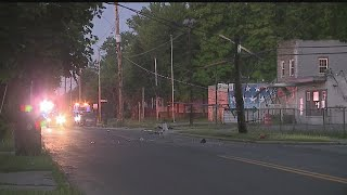 Car crashes into pole in Warren, cuts power to nearby neighborhood