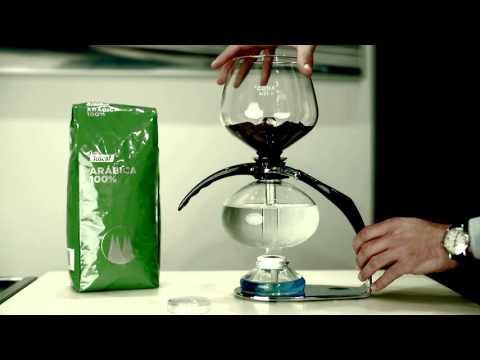 Cómo utilizar una cafetera Cona