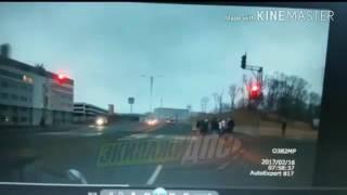 Врезалась в пешеходов на Русском острове