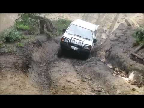 L300 4WD Vans 4x4 at Lithgow's Powerline track Easter 2015