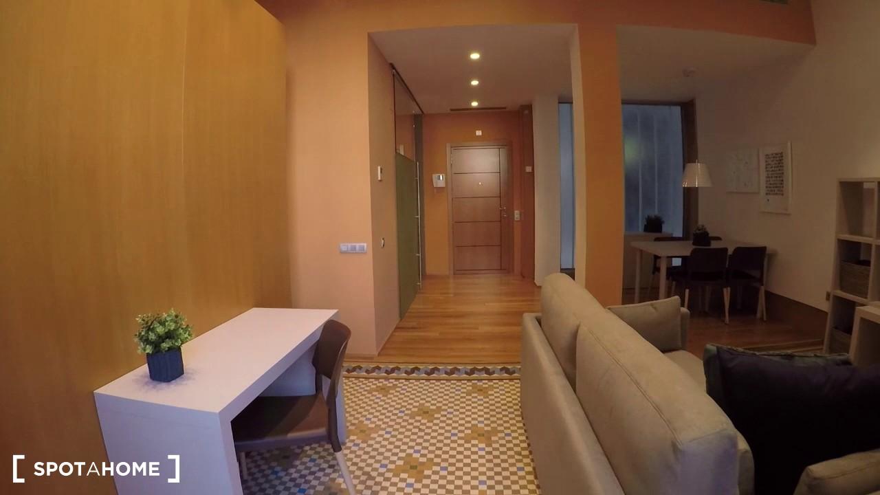 Studio apartment with balcony for rent in Eixample Dreta