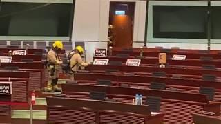 「直播」陳志全會議廳倒臭水阻國歌法三讀會議消防員到場