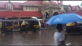 preview picture of video 'A View Of Beautiful Bandra Station of Mumbai in a Rainy Day'