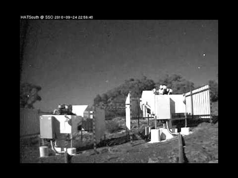 Time lapse of HAT-South telescope in action видео