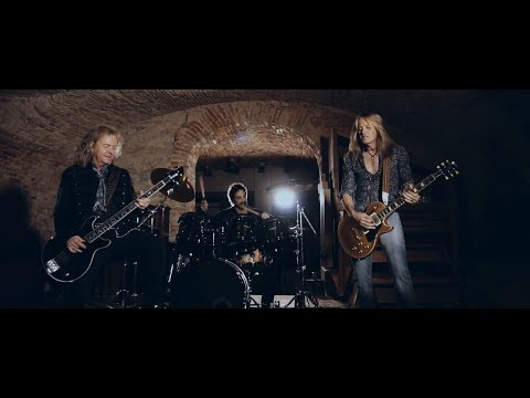 Revolution Saints -