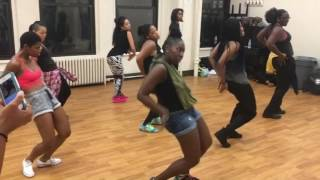 """ILLY's Dance CLASH: """"Pam Pam"""" By Ketchup"""