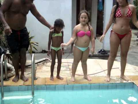 Bianca e Bruna dançando Justin Bieber