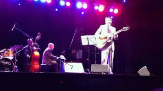 """John Pizzarelli - """"Waters of March"""" (Águas de Março - Tom Jobim)"""