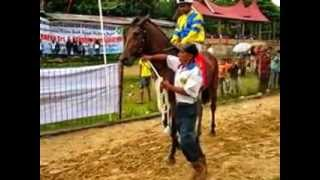 preview picture of video 'Pacuan Kuda Bukittinggi 2013 - Wisata Derby. 26 Mei'