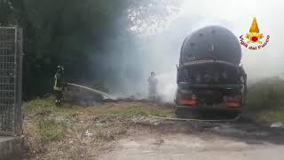solofra-in-fiamme-un-autocarro