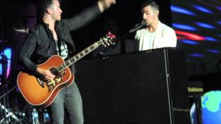 Jonas Brothers - The World LIVE (New Song)