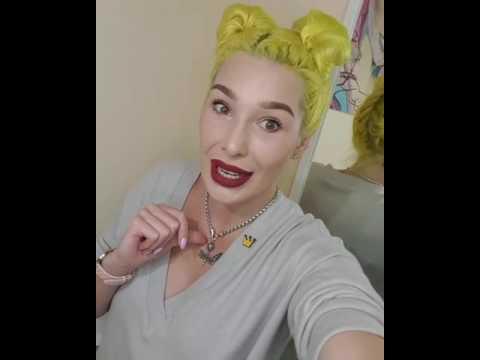 А почему у тебя желтые волосы?