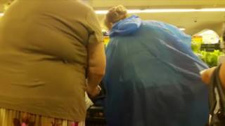 Драка бабушек в супермаркете из за картошки. Угар.
