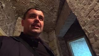 Сбили штукатурку и выбрали насыпь в старом фонде. Петроградский район. Санкт-Петербург.