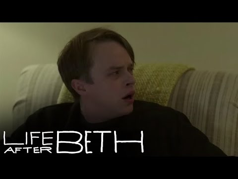 Life After Beth Clip 'Zombie Neighbors'