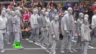 В Гамбурге прошёл марш «глиняных фигур» против G20