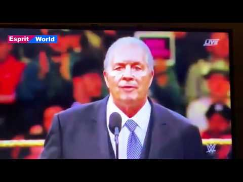 Fan jumps barricade | attacks Bret Hart at 2019 WWE Hall of Fame induction ceremony